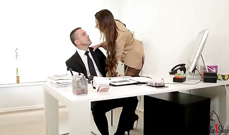 माँ सोफे पर बड़े लंड, रूममेट के साथ लंबे बाल फुल सेक्सी मूवी वीडियो में है