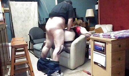 वह एक कंडोम फुल मूवी वीडियो में सेक्सी में काम करता है