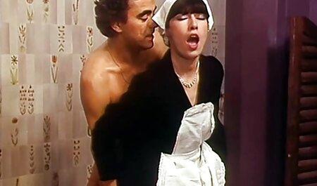 मर्द कहानी वह लैटिना है-जांघ पर एक टैटू के साथ छोटे स्तन सेक्सी फुल फिल्म सेक्सी