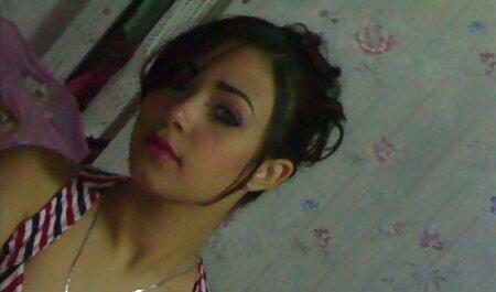 रखैल, हिंदी में फुल सेक्स मूवी कमर में वेब कैमरा के सामने आंखों के साथ संकीर्ण पक्ष एक लड़की टक
