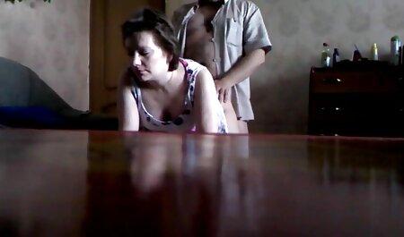 जवान लड़की, चिकन आदमी पर, एक हिंदी सेक्सी फुल मूवी एचडी घोड़ा बाहर रखा