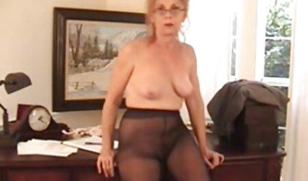 सोफे पर बड़े सेक्सी वीडियो फुल फिल्म आदमी