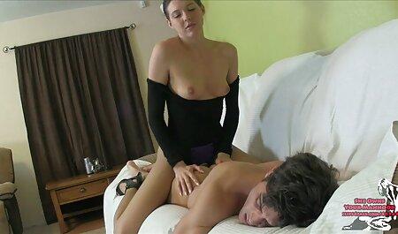 एक आदमी फुल सेक्सी वीडियो फिल्म और बिस्तर में एशियाई महिलाओं कमबख्त पहने