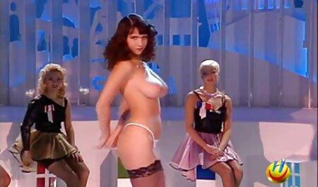 पीले रंग हिंदी वीडियो फुल मूवी सेक्सी की स्कर्ट की तलाश में सफेद शॉर्ट्स में एक लड़की के साथ एक व्यक्ति के यौन के साथ समाप्त होता है