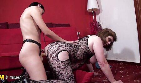बिस्तर फुल मूवी सेक्सी पिक्चर पर अधोवस्त्र के साथ उसकी माँ के साथ समूह,