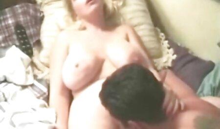 परिपक्व दर्पण से बाथरूम फुल हिंदी सेक्स मूवी में गुदा हो रही है